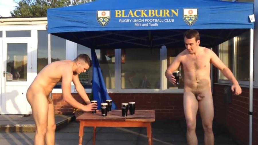 jugadores de rugby desnudos