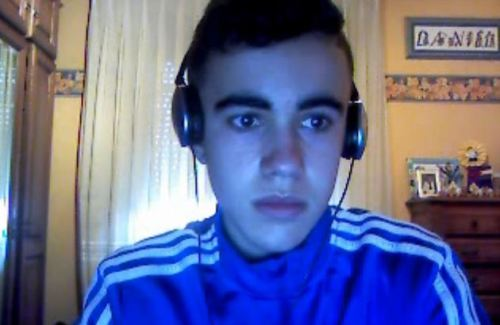 chico español hetero muestra la polla por webcam