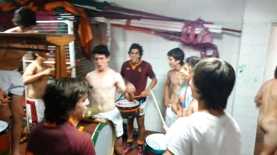 jugadores de rugby argentinos grabados desnudándose en los vestuarios